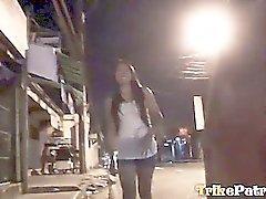 Prostituta della filippina pompa un dick media e ottiene micio creamed