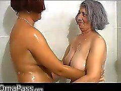 Di BBW grigia la nonna grassoccia con vecchi donna che maturo in bagno di