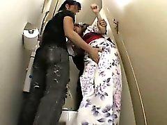 Shy Gençlik grope ve okula tuvalet ırzına