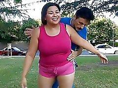 Enorme Aziatische mollige tiener springen op een grote penis