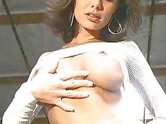Magnifiques Crissy Moran décapage et de clignoter ses mésanges gros seins et leur chatte rose de