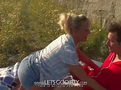 Deutsche Blondine wird vom Bayern Fan gefickt :)