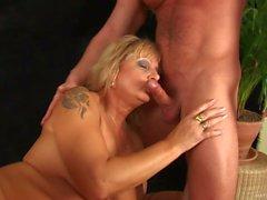 Delicious mature Rosalyn gets pleasure