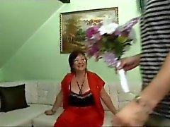 geile oma wird von 2 typen gefickt