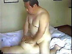Homem mais idoso japonês fode seu Secretário