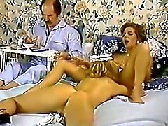 Di Karen di Estate Nina Hartley in classico clip porno con un