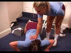 Skoolgirls durch Lehrer verprügelt