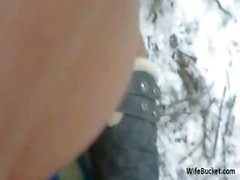 Amateur sex in the snow