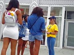 Kandidat voyeur ibenholt tonåring tätt vit klänning booty röv