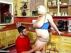 Teen Chubby Com grandes Boobs aplicável Bel ...