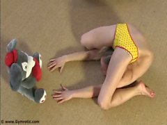 Contortionist Tanya In Yellow Panties