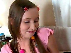 Роговой школьницы получает ее paties влажной