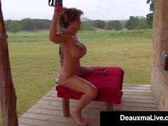 Huiles Busty Cougar Deauxma Up & exercices Nu sur son porche!