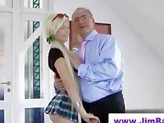 Nobles älteren Mann fickt junges Mädchens
