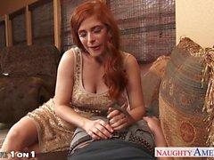 Chesty Rothaarige housewife Penny Pax zu nehmen Hahn in Brillenkamera
