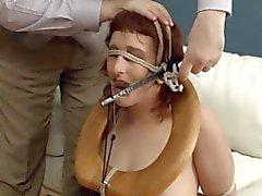 Chocante BDSM baño coño follada anally duro