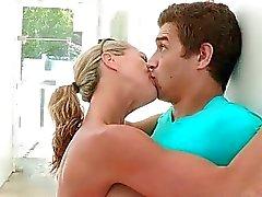 A Brandi El amor y de Natalia Starr threesome