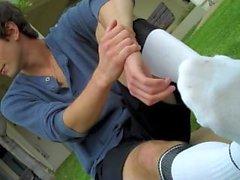 Adrian'ın Ayakkabıları, Çorapları ve Çıplak Ayakları