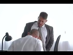 Viktor Rom Se Folla A Su empleado