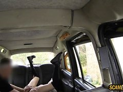 Super hot lady pays blowjob in the cab