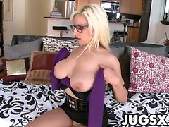 Big tittied girl Holly Brooks shake them