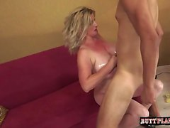 Busty housewife Sex zu Hause