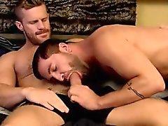 Vieux vidéo tube jeune garçon gay et plusieurs charges sperme dans un Retourner