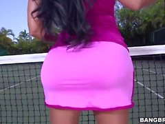 ass immense Kiara Mia se fait pilonner dans un tennis