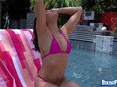 Amateur brunette horny in bikini