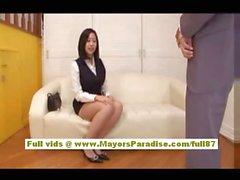 Акихо Йошизава Китайская девочка имеет симпатичные синиц