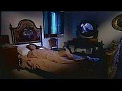 Красивые брюнетки трахает итальянская пожилой человек в спальне !