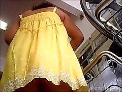 upskirt de amarillo ,rica teen