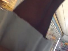 Sous la jupe collant noir