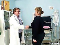Vilma mature a la chatte dûment gynécologue vérifié au gynécologue