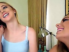 Chloe und Trisha 2 Teenager Seil gebunden