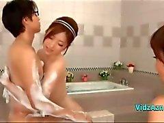 2 Asyalı Kızlar Öpüşme Parmaklama bunlardan her birinin diğerBathroo Guy horoz mastürbasyon