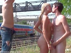 Branler à la copine de à votre ami :)