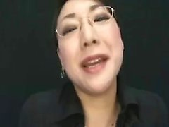 Provoking Asian milf with glasses reveals her blowjob talen
