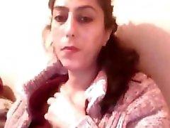 Turkiska bbw brunett på hennes webbkamera visar upp sin knubbiga kropp