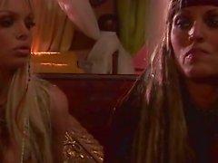 Jesse Jane et Janine en scène finale de Pirates 1