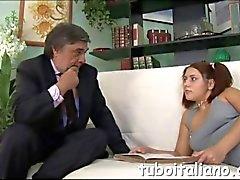 Lindo hijo seduce a un empresario italiano