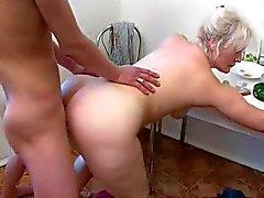 Blonde äiti