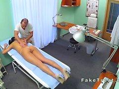 Doctor des massages sa nourrice