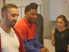 EP106 BTS091 - Contestants & Judges Hang Out In The Kitchen