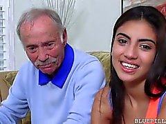 Старый мужчин любят блядь подростков