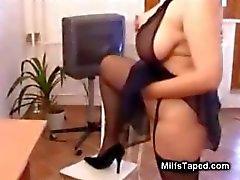 Busty MILF rider kuk i underkläder