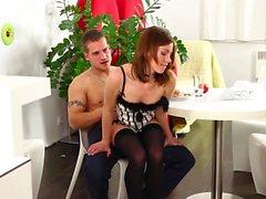 Lucky Guy llega a coger a una chica morena