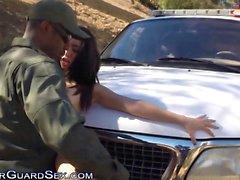 Détonations Latines minuscules sur jeep de