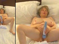 Mom works herself into a masturbation frenzy