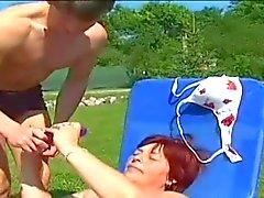 mollige roodharige neukt met jonge outdoor